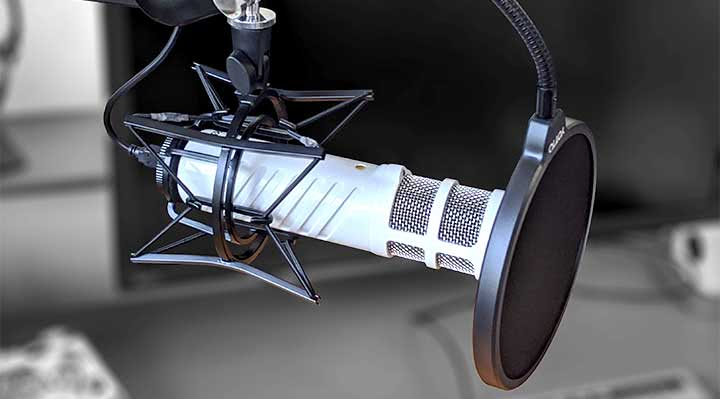 RØDE Podcaster microphone with an extra pop filter used together with the built-inone